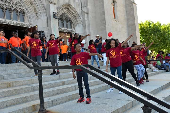 Day of Service on July.9.2016. _ Endure Dance Group and Selah Youth Choir_ photo by Ben Tchaou